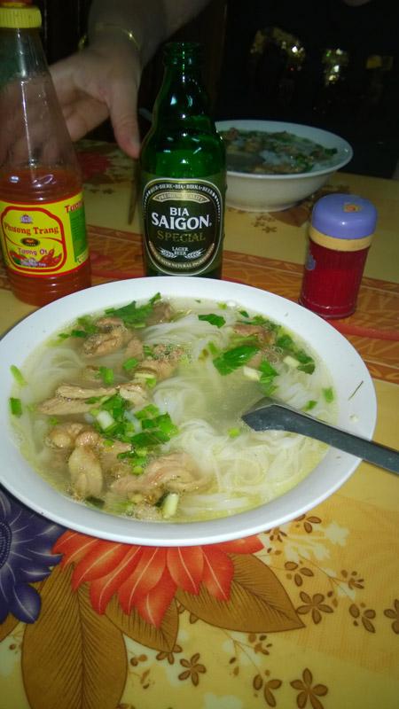 Thérèse Gambin – soupe phô à Ninh Binh, Vietnam