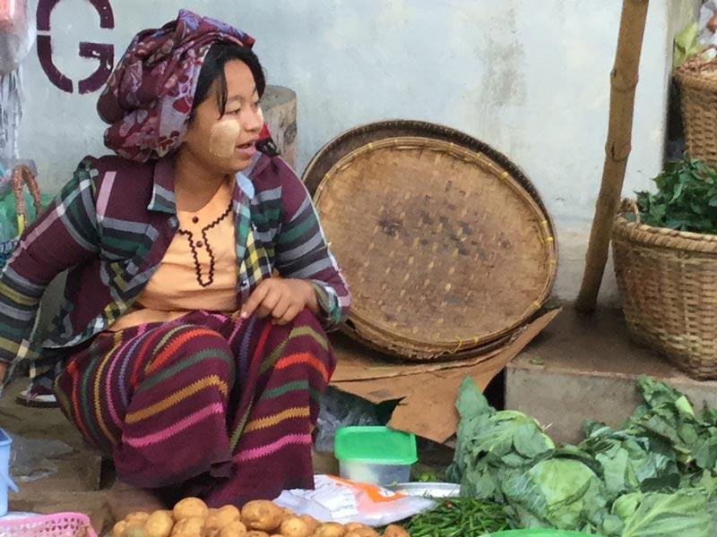 Jean Pierre Gimenez – au marché de New Pagan, Birmanie