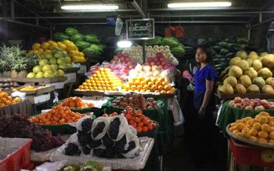 marché de nuit à Mandalay, Birmanie
