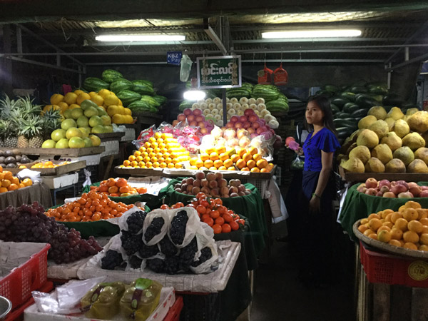 Jean-Pierre Gimenez – marché de nuit à Mandalay, Birmanie