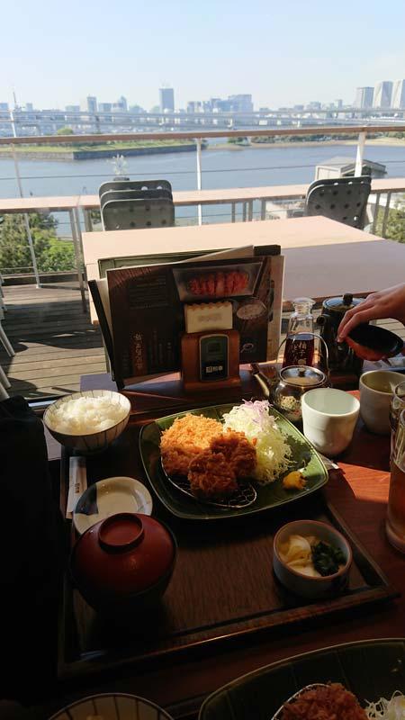 Yann Grenon – excellent repas avec vue imprenable sur la baie d'Odaiba, Japon